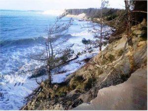 L'érosion de la dune sous l'effet des vagues successives et des tempêtes en baie d'Autre (Photo D.Moitel)