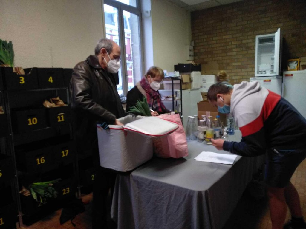 Distribution des paniers le jeudi 11 mars 2021 après midi Boulevard Vauban à Cambrai dans les locaux de la Ruche qui dit oui (Photo L. Delattre)